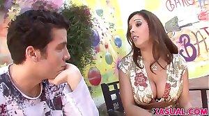 Pulchritudinous MILF Francesca Le Likes Young Cocks