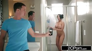 Resolution Son Catches Reagan Foxx Upon The Shower