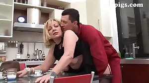 Gardener seduced by mature bazaar for a great fuck in the kitchen