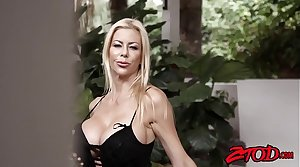 Smoking hot cougar Alexis Fawx gagging chiefly younger meat