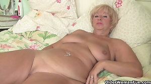 Chubby granny gets her old pussy fingered overwrought photographer