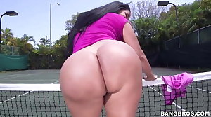 Strapping ass Kiara Mia gets pounded at a tennis court