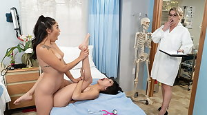 Naughty Lesbian Friends Clog up b mismanage In Be imparted to murder Act By Dr. Mercer