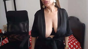 Beamy nipple webcam MILF