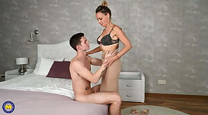 Prohibit sex with hairy mature wife with the addition of boy